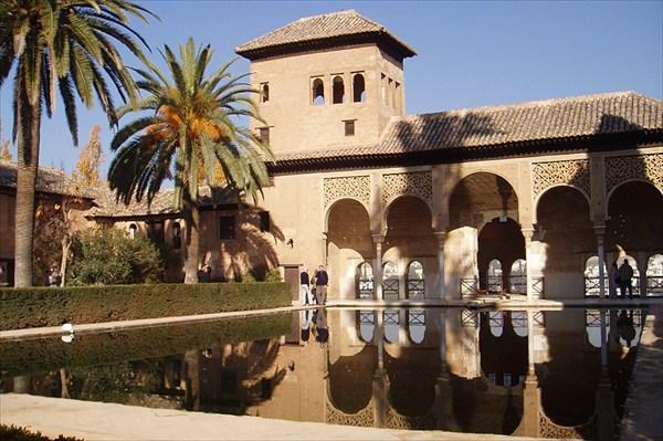 на фото: Замок Эль Порталь (Альгамбра)