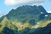 Массив вершины Сулахат (3439 м).