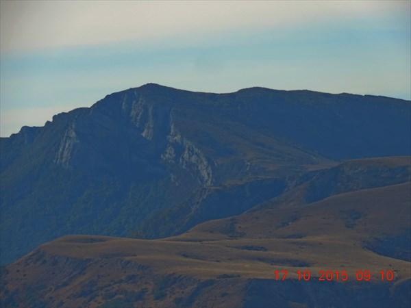 Впереди северная вершина Димерджи