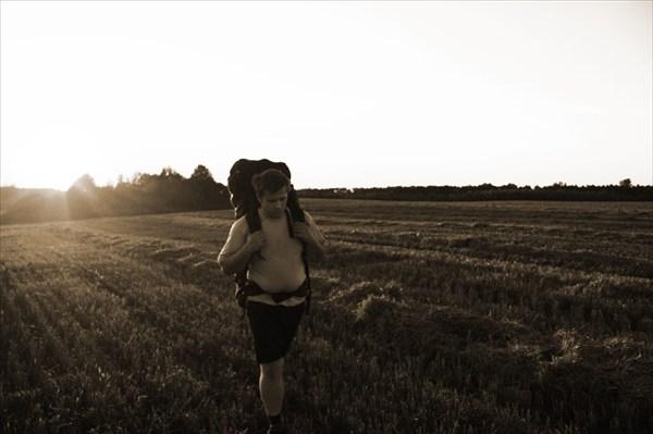 Сквозь колхозное поле