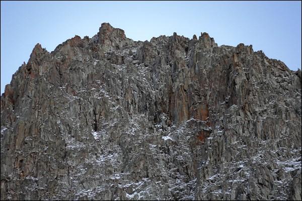 Гора в долине Сайлюгема, схожая с Караташем в долине Актру