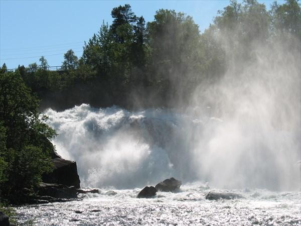 Водопад  в Navit. Дорога 335.