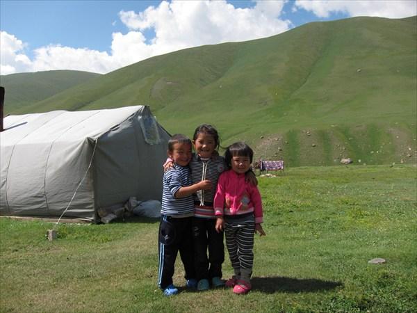 Дети слушают про перевал