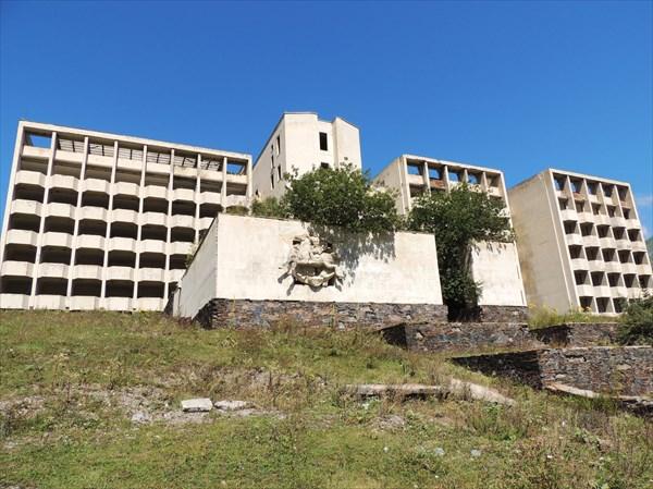 Развалины советского санатория в Кани