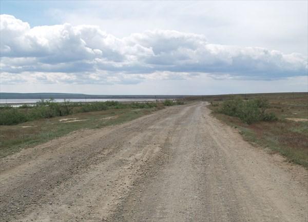 Дорога от поселка к озеру Баскунчак