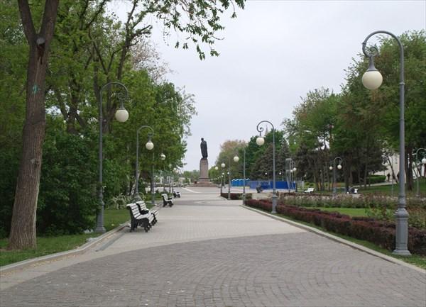 Аллея к площади Ленина