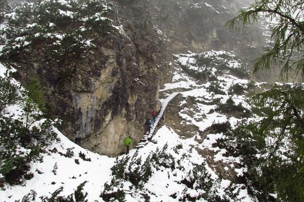 Подход к туннелю по лестнице на тропе 34