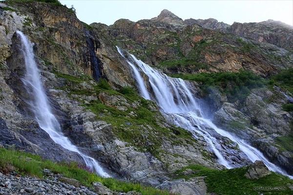 Водопады Софийского ледника. Фрагмент.