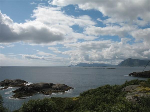 Заливы и скалы - так по всем Лофотенам