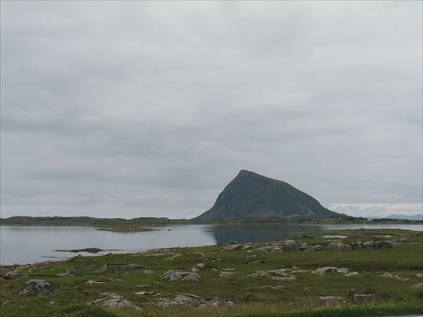 Эту скалу - с какой только стороны не фотографировали
