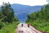 Фото. 7. Спуск с пер. Изыгаш в долину р. Колос