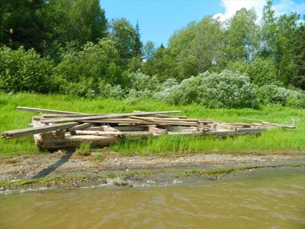 Остатки моста?