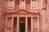 Храм, вырубленный в скале