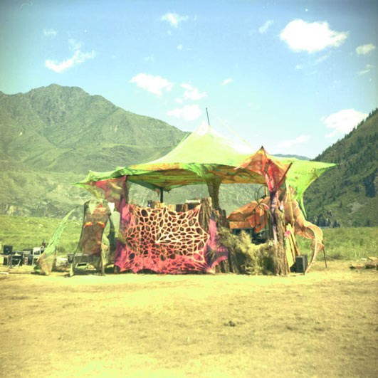 Главная сцена фестиваля Khan Altay