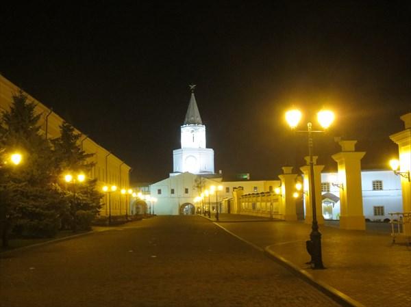 Спасская проездная башня с надвратным храмом