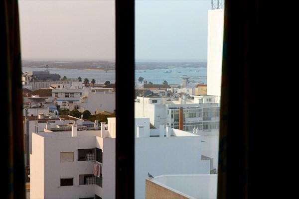 Вид из нашего окна на гавань