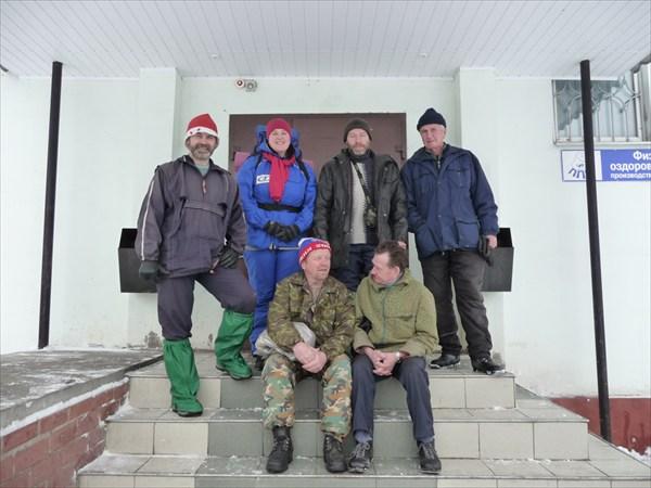 Сидят:Шестерин,Емелин. Стоят:Бабаев,Голубева,Шаповалов,Зверев