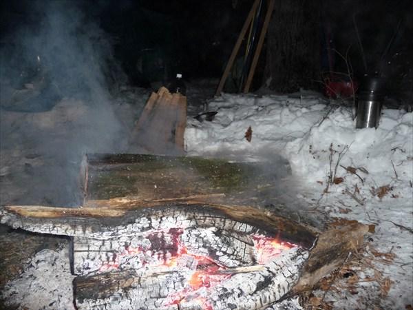 Сожли пару сухих дубов, чтобы согреться в 33 градуса мороза