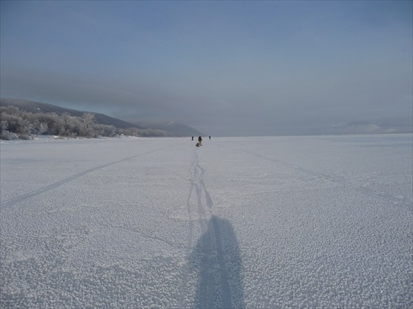 Вышли из протоки, впереди - Тольятти, километрах в 50-ти...