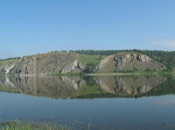 Тутальские скалы, ближние или Змеиные