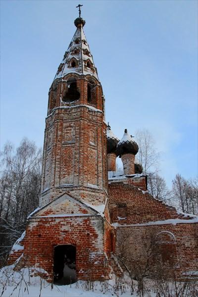 Троицкий храм заброшен с 40-х годов.