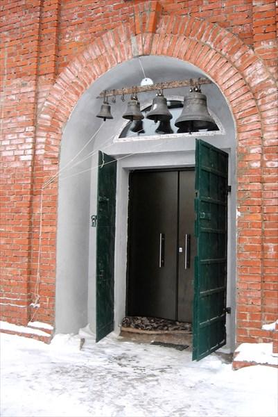 Колокола над входом Благовещенской церкви