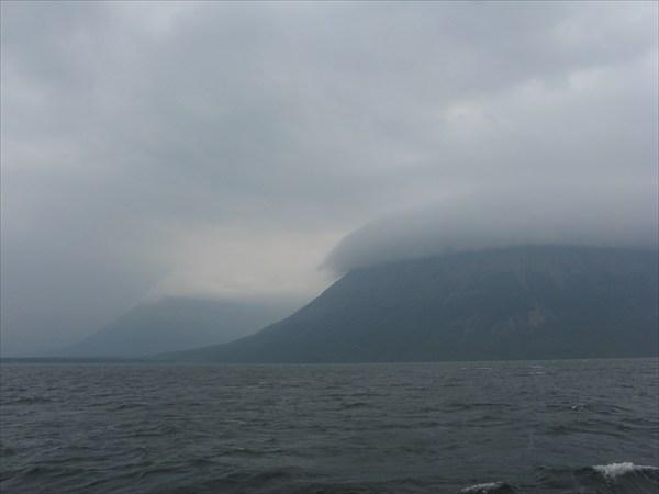 Облака на столовой горе у устья Хикиканмыгды