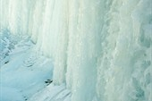 Полностью замерзший водопад