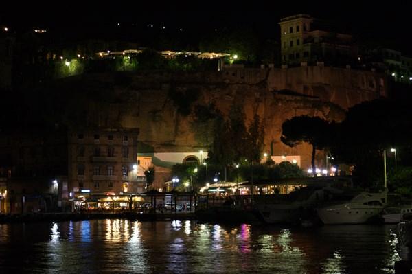 Порт Сорренто ночью