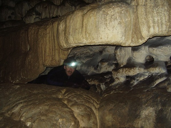 Втиснулся как-то. Камин в пещере.