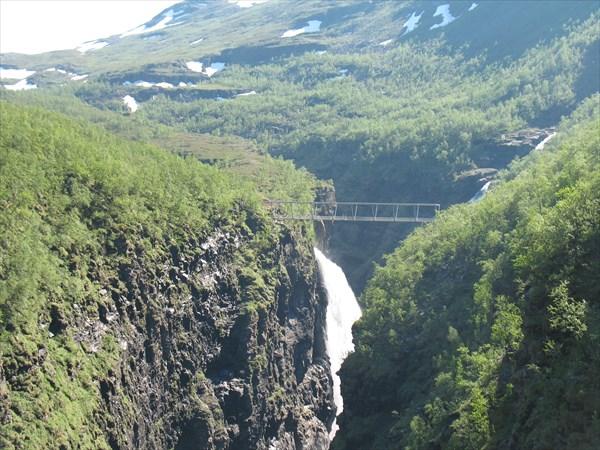 Пешеходный мост через каньон