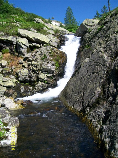 Маленький водопад,,но очень живописный