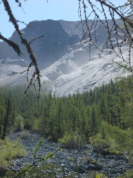 Ветер сдувает водопады с гор
