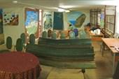 Перед новичковым собранием. Роспись стен.