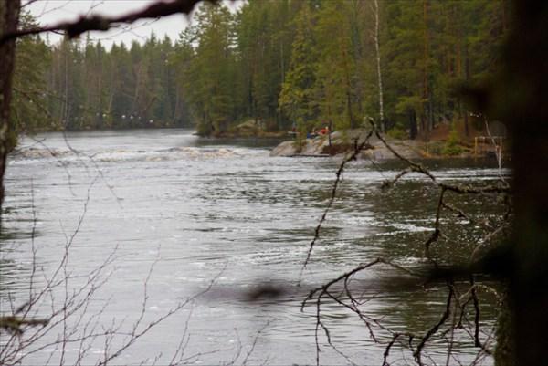 Порог Островной. По нашей воде почти незаметен.