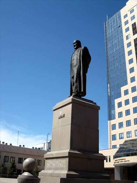 Памятник Абаю