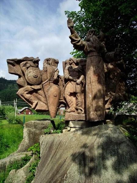 Памятник Захар Беркут