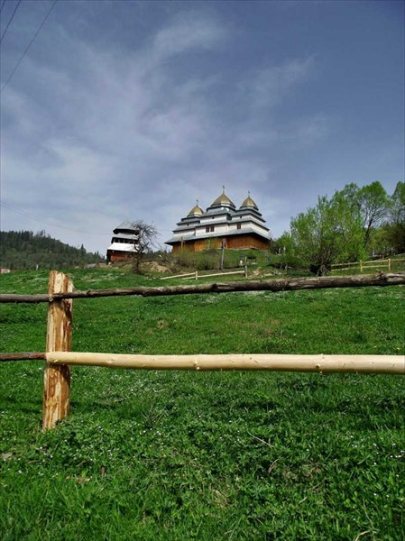 Церковь в селе Головецко