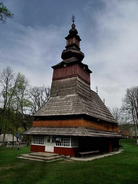 на фото: Церковь в селе Пилипець