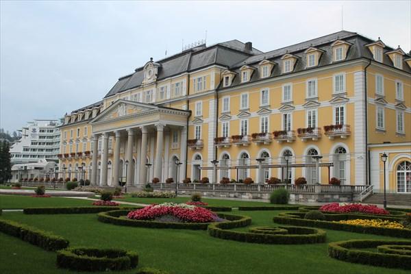 на фото: Гранд Отель Рогашка