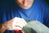 Рома зашивает свой `бывалый` комбез