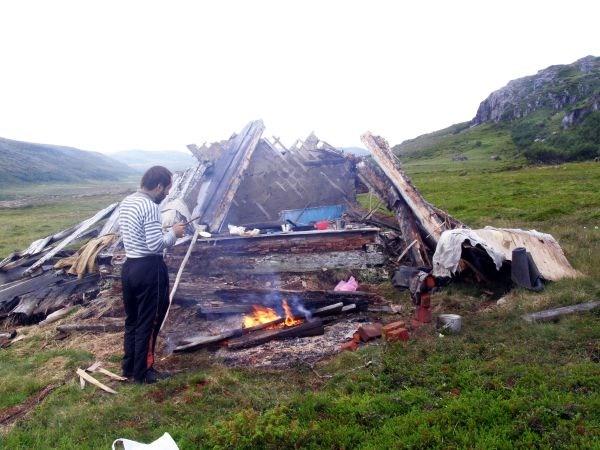 Развалины дома в устье Воятки