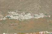 Монастырь Дрепунг в окрестностях Лхасы.