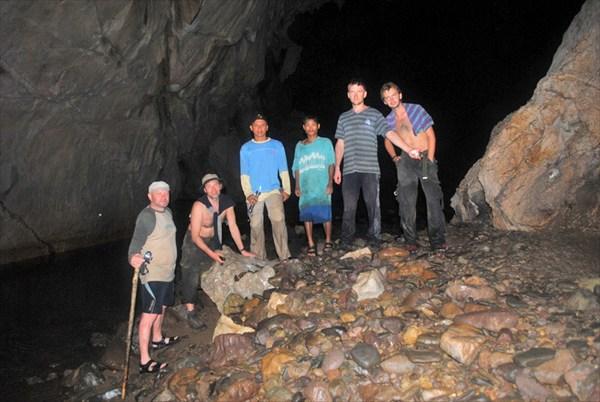 В пешере подземной реки