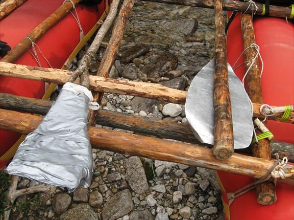 Вот такое самодельное весло из рогатины и скотча!
