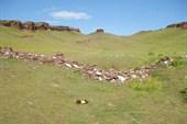 Крепостной вал закрывает вход в долину Первого Сундука