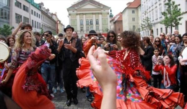 Танцы на улицах города