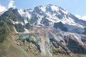 Вид на ледник горы Уллу-тау с Местийских ночевок