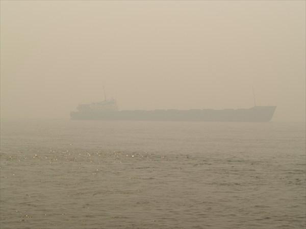 Большие корабли на дымном Енисее