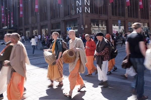 Хельсинки. Люд на улице.